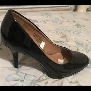 This is a black pump by Merona